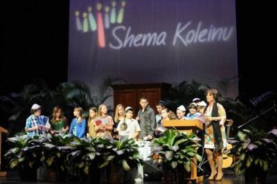 Cantor Debbi engages her children congregants at the Shema Koleinu High Holy Days - Jewish New Year services